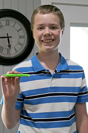 Mo Goff with 3D printed pen